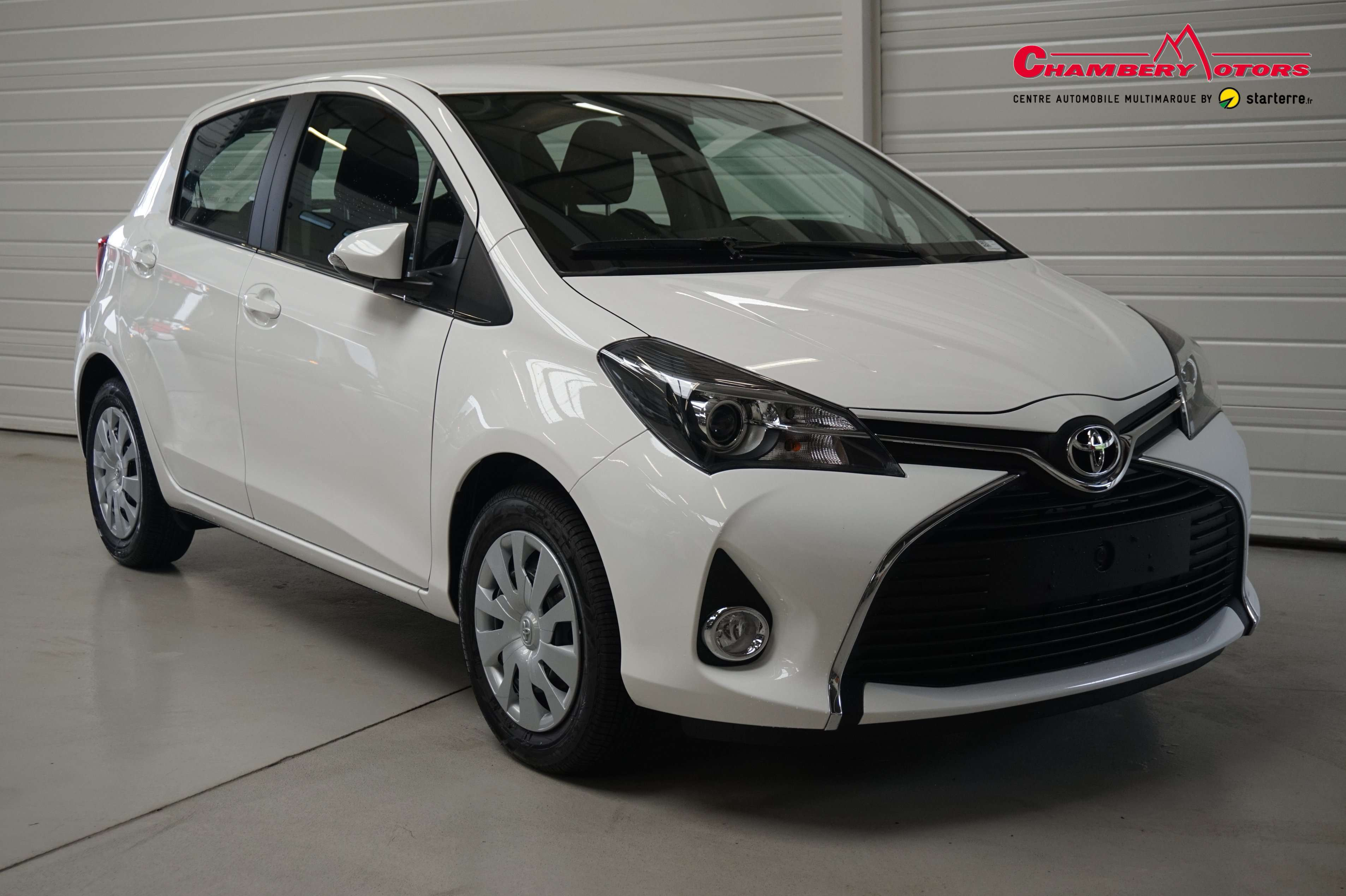 voiture toyota yaris toyota 69 vvt i dynamic occasion essence 2016 10 km 11995. Black Bedroom Furniture Sets. Home Design Ideas
