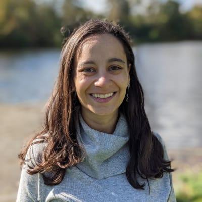 Dr. María Claudia Ramírez Tannus (Derivando propiedades estelares por medio de datos espectroscópicos)