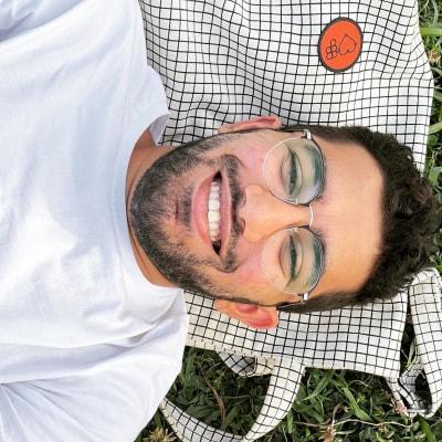 Momen Hesham's avatar.'
