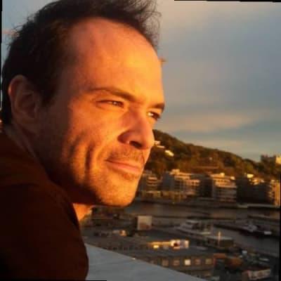 Enrique López ()