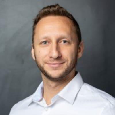 Max Simonovsky (CEO)
