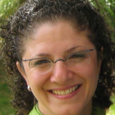 Lara Azzam (Team Business)