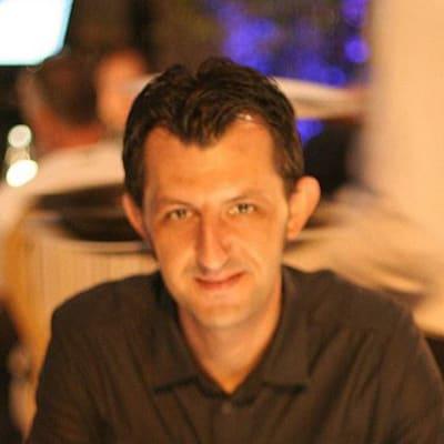 Robert Muresan (Exosyphen Studios)