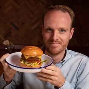 Daniel MacGowan von Holstein, Gründer & Geschäftsführer (Otto's Burger)