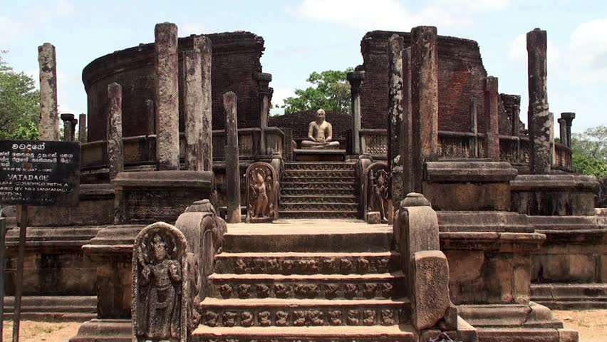 Hire a car and driver in Polonnaruwa