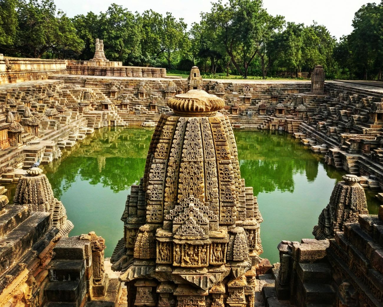 Hire a car and driver in Modhera