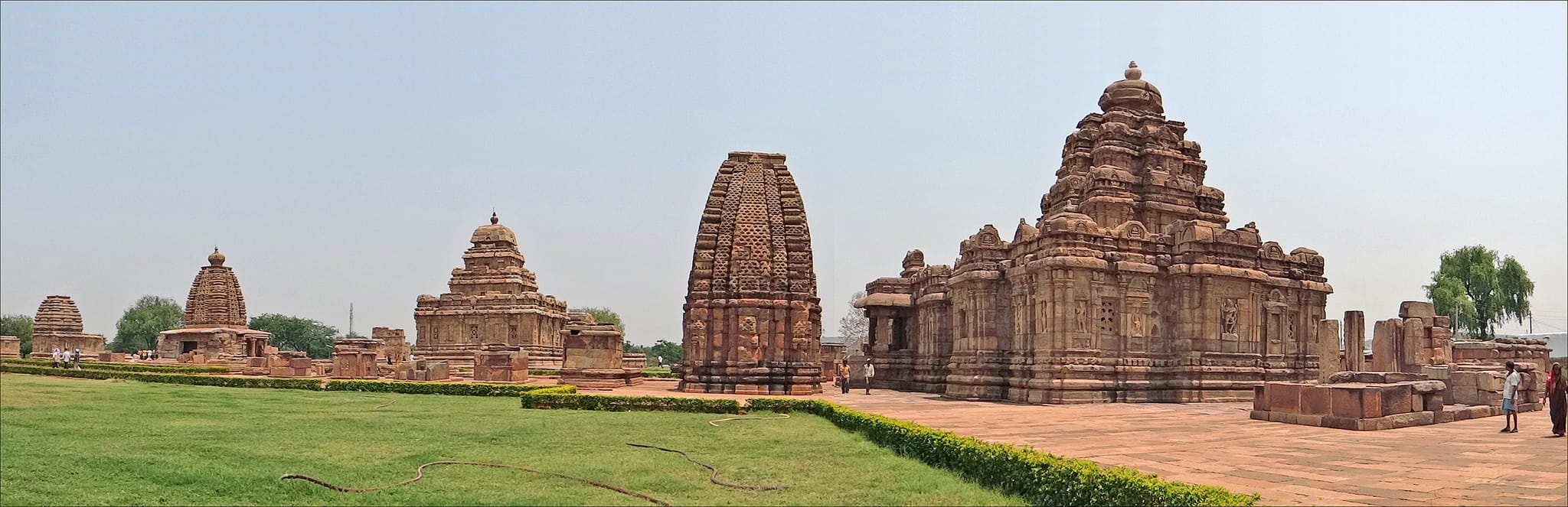 Hire a car and driver in Pattadakal