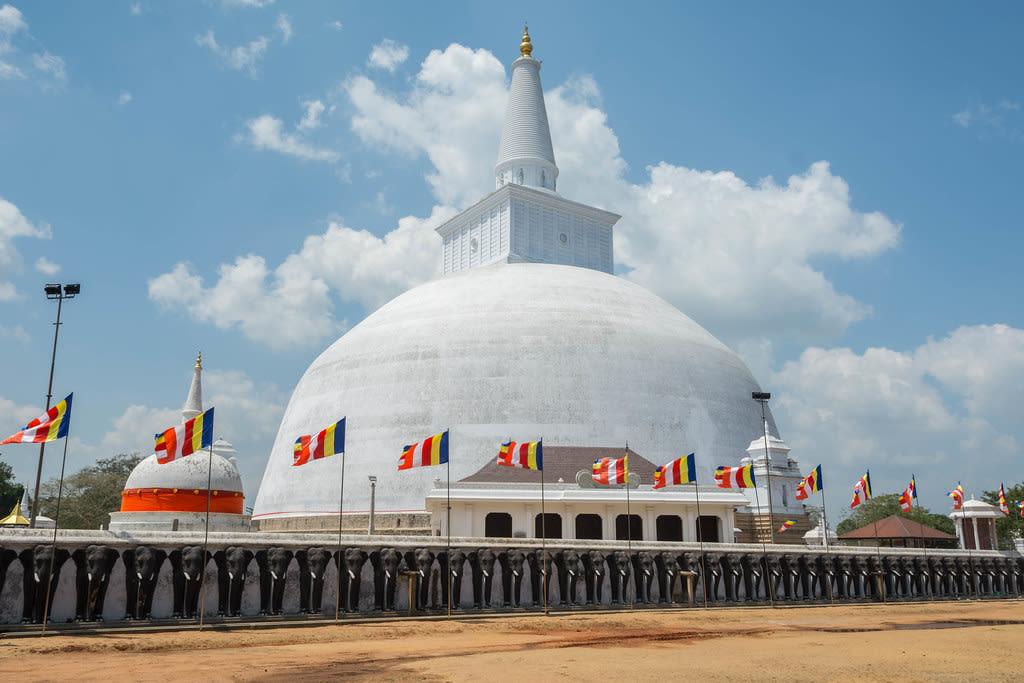 Hire a car and driver in Anuradhapura