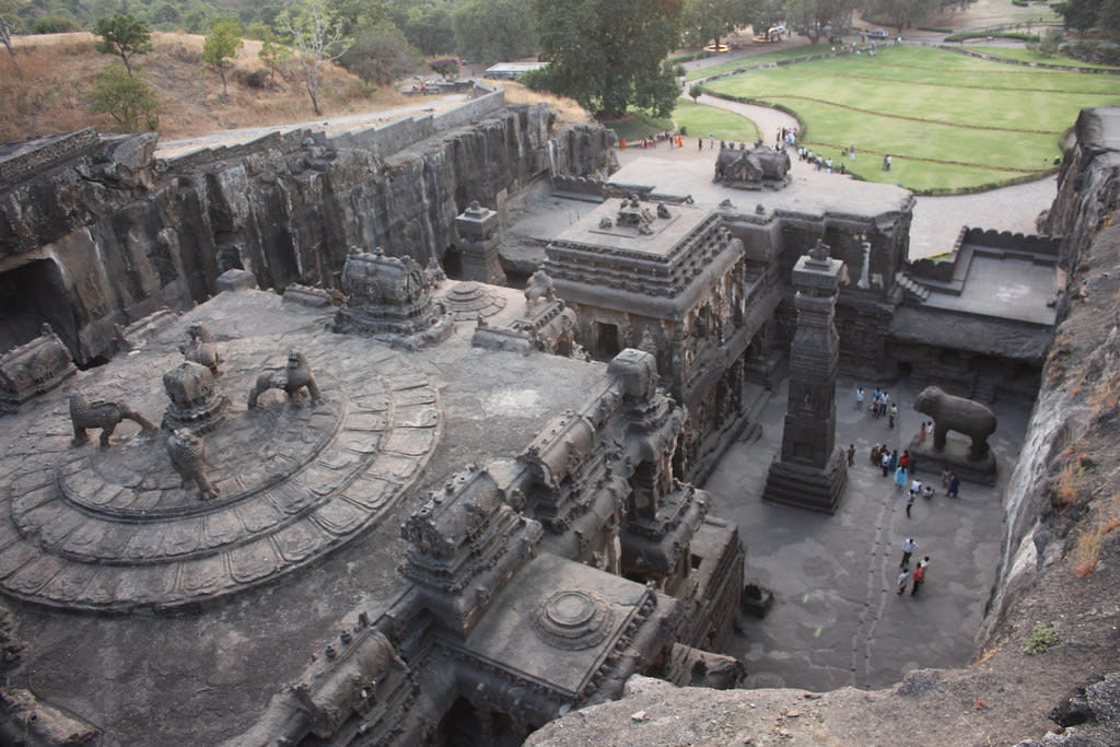 Hire a car and driver in Ellora
