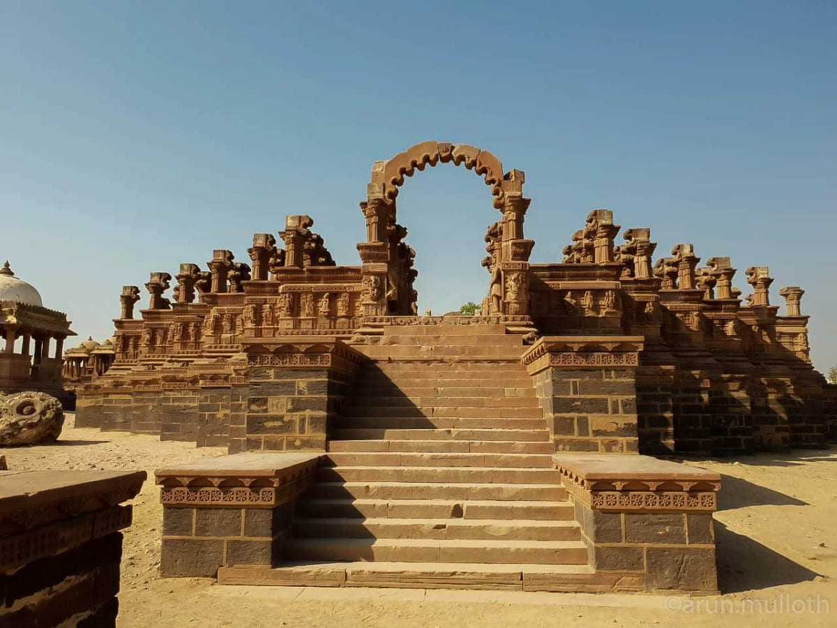 Hire a car and driver in Bhuj
