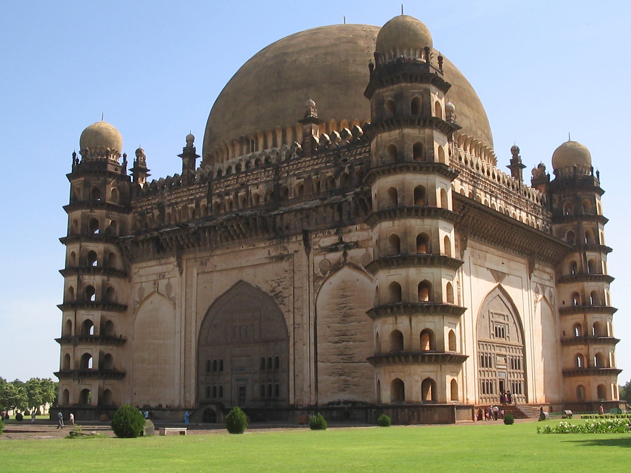 Hire a car and driver in Bijapur