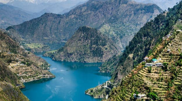 Hire a car and driver in Chamba
