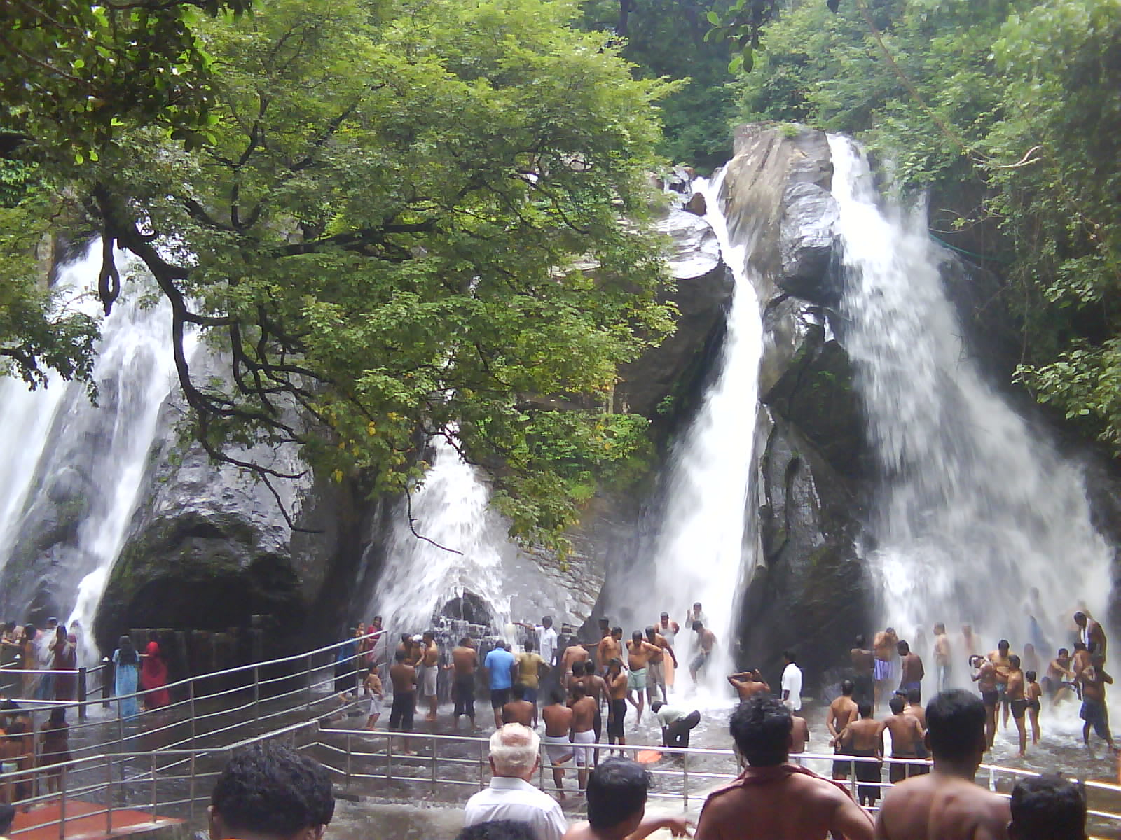 Hire a car and driver in Courtallam
