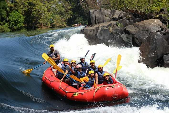 Hire a car and driver in Dandeli