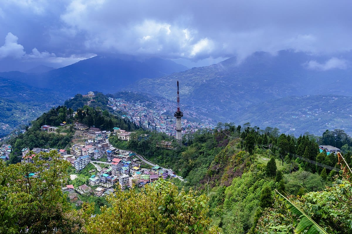 Hire a car and driver in Gangtok