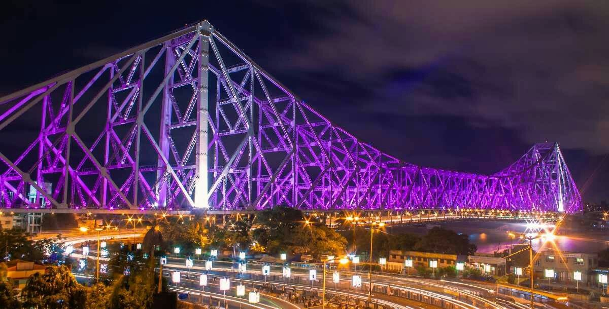 Hire a car and driver in Howrah