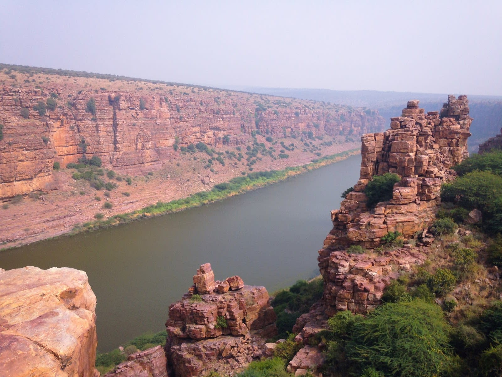 Hire a car and driver in Gandikota