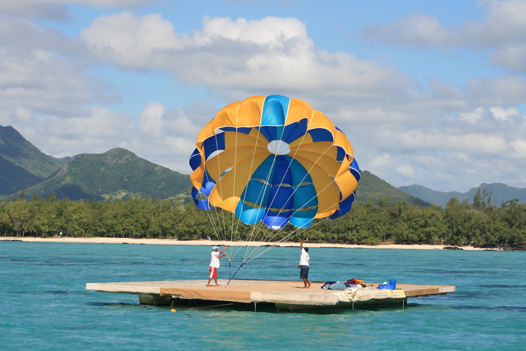 Hire a car and driver in Ile aux Cerfs