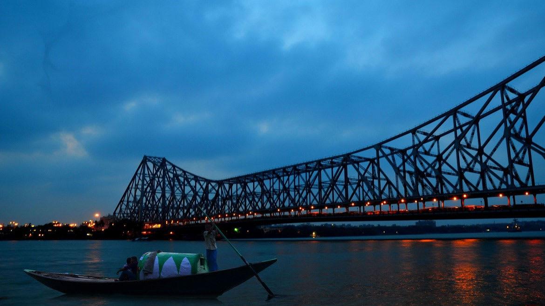 Hire a car and driver in Kolkata