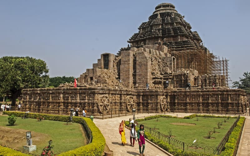 Hire a car and driver in Konark