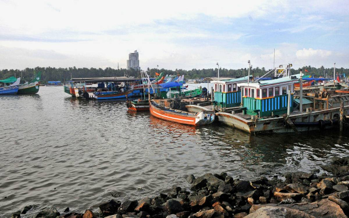 Hire a car and driver in Koyilandy