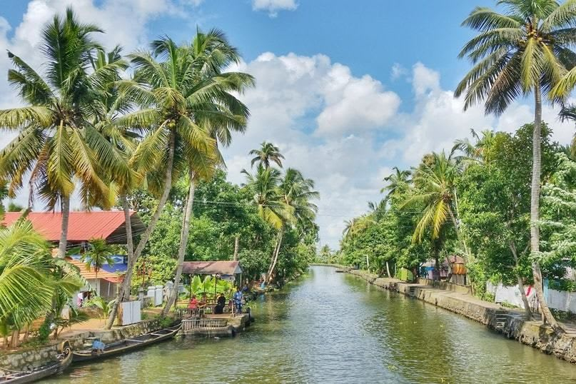 Hire a car and driver in Kuttanad
