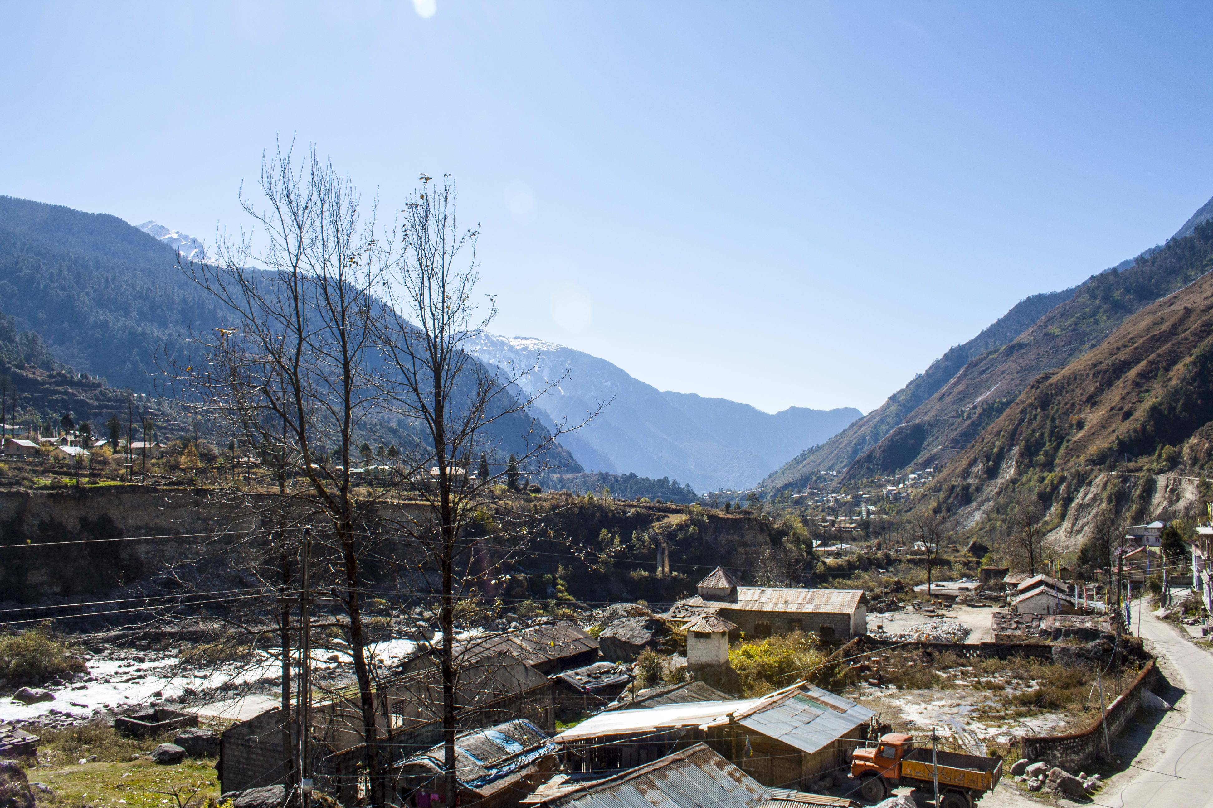 Hire a car and driver in Lachung