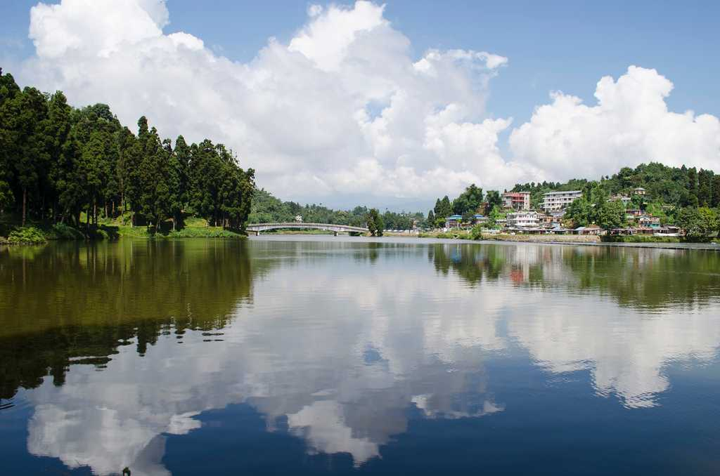 Hire a car and driver in Mirik