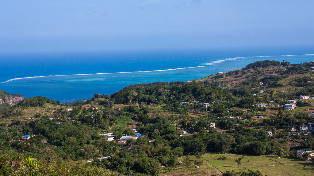 Hire a car and driver in Mont Lubin