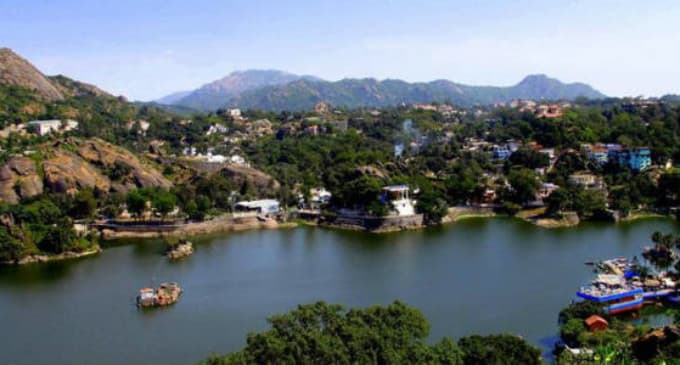 Hire a car and driver in Mount Abu