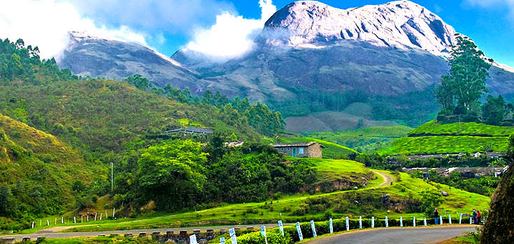 Hire a car and driver in Munnar
