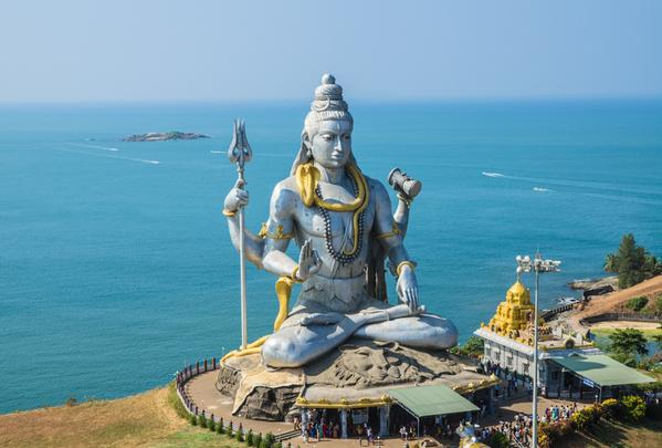 Hire a car and driver in Murdeshwar