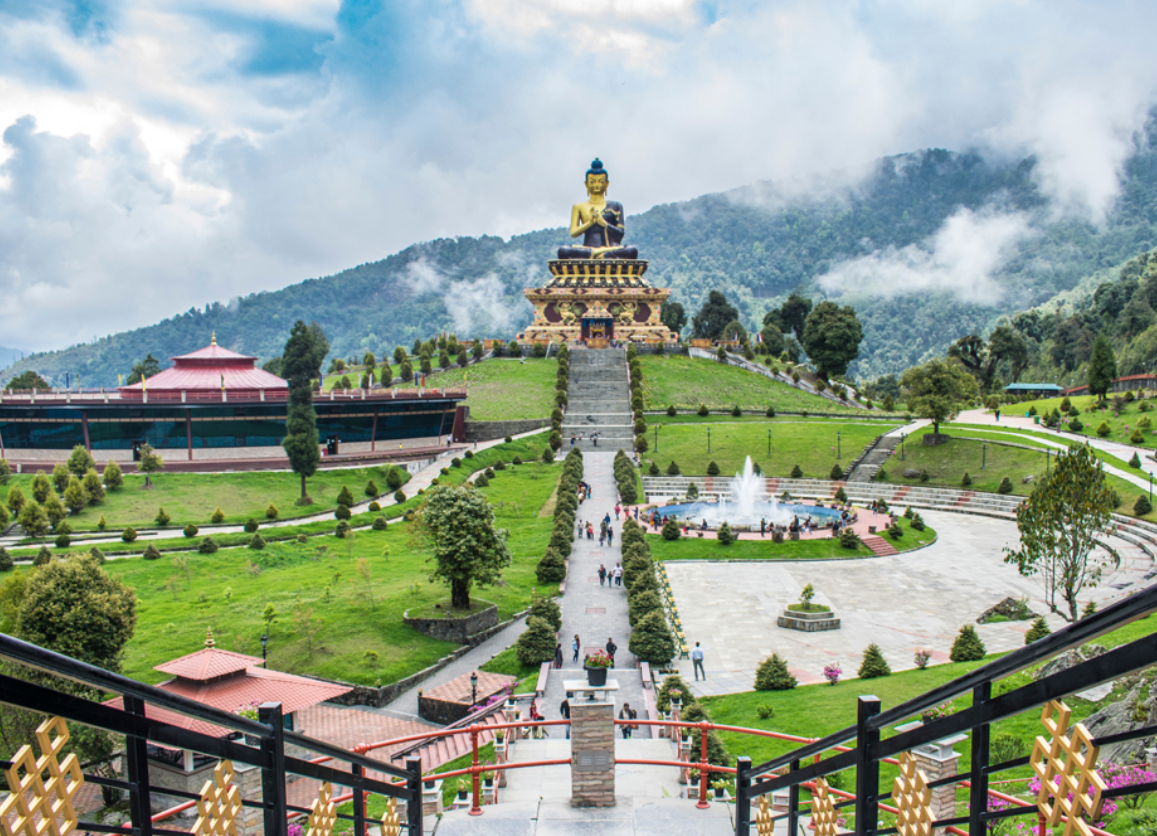 Hire a car and driver in Pelling