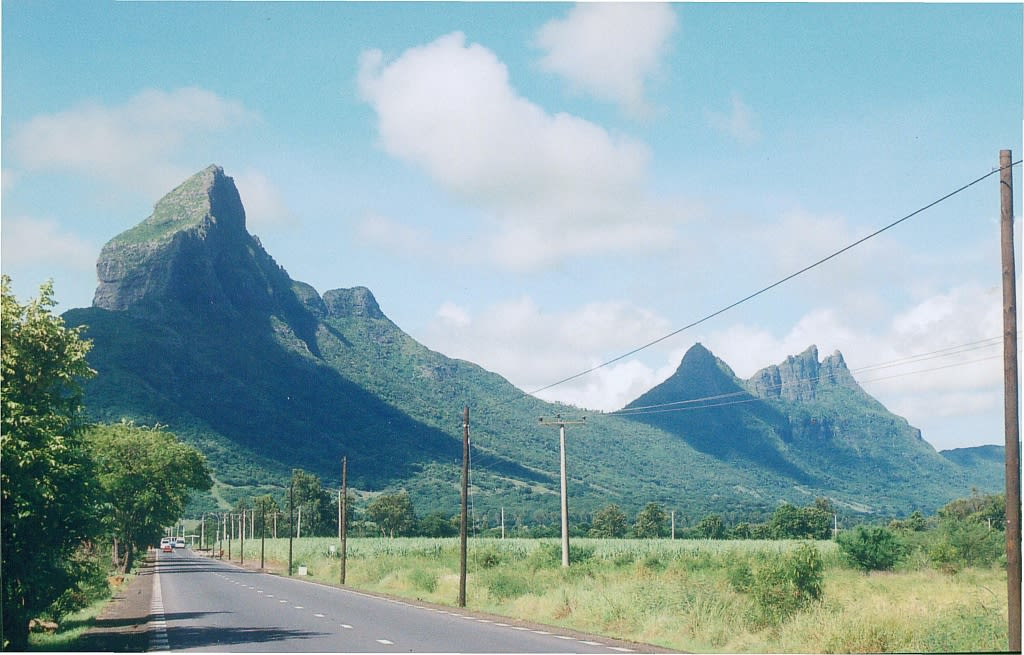 Hire a car and driver in Piton