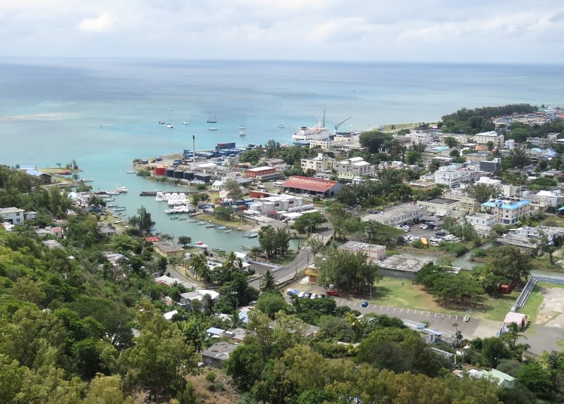 Hire a car and driver in Port Mathurin