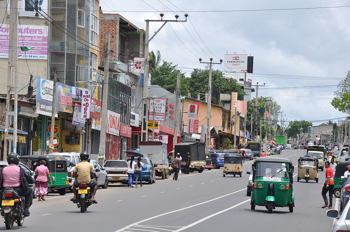 Hire a car and driver in Puttalam