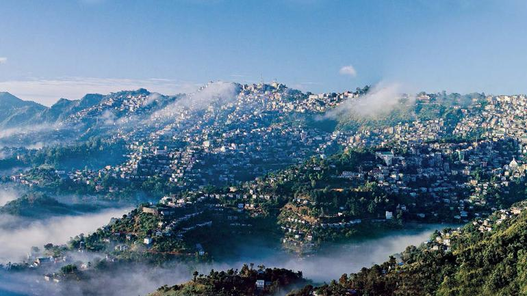 Hire a car and driver in Aizawl