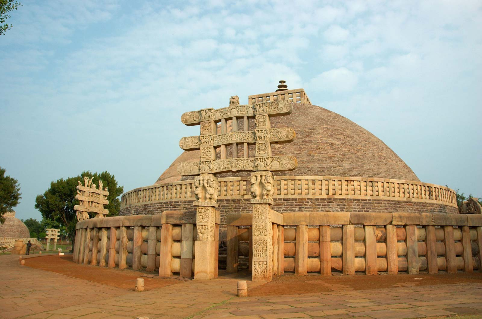 Hire a car and driver in Sanchi