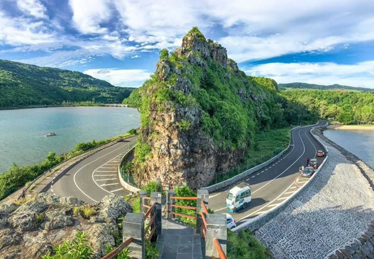 Hire a car and driver in Surinam