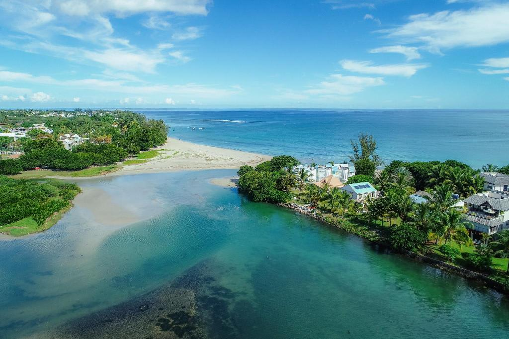Hire a car and driver in Tamarin