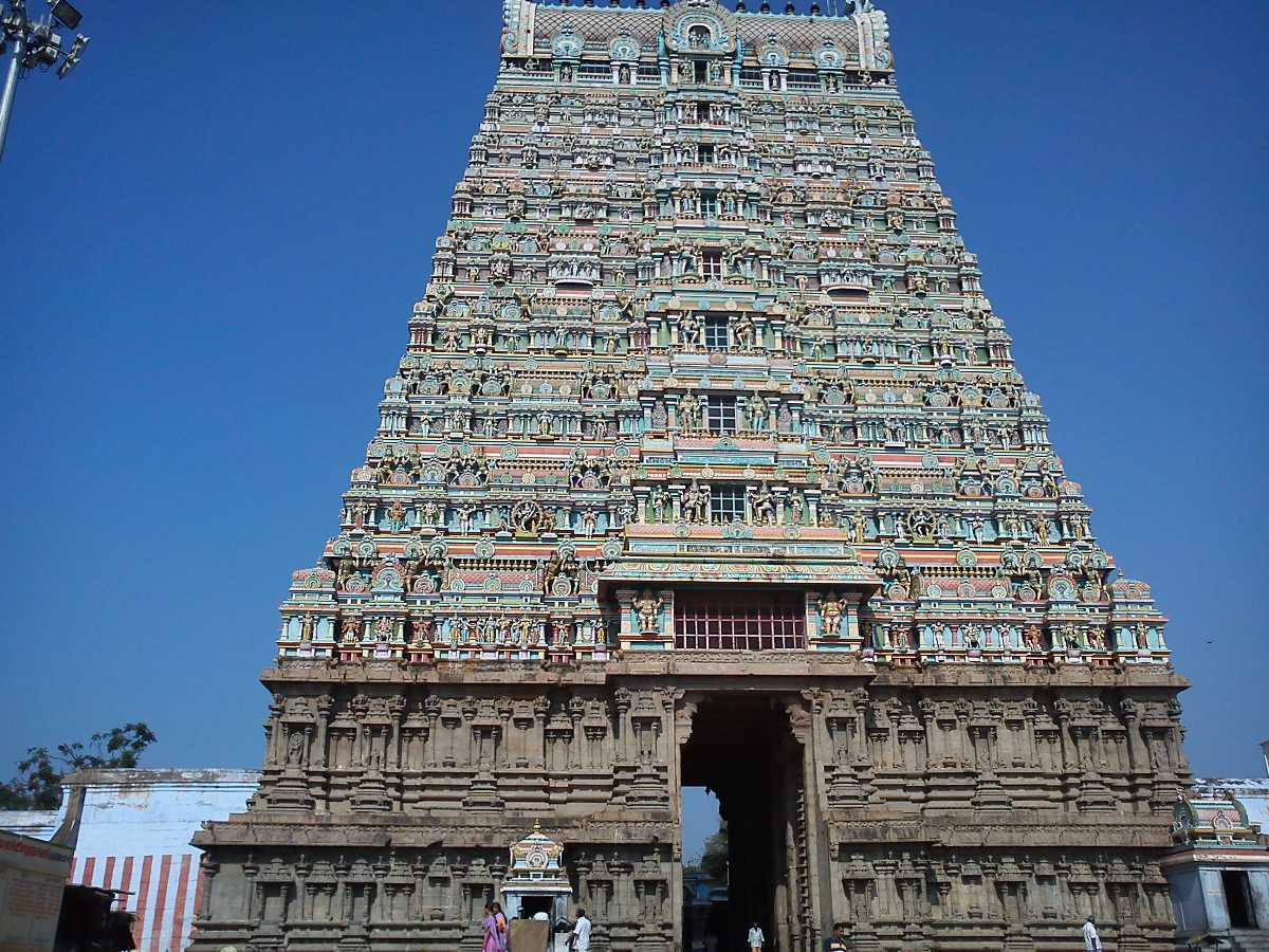 Hire a car and driver in Tirunelveli