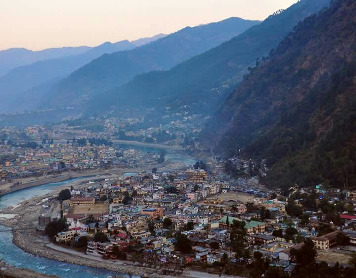 Hire a car and driver in Uttarkashi