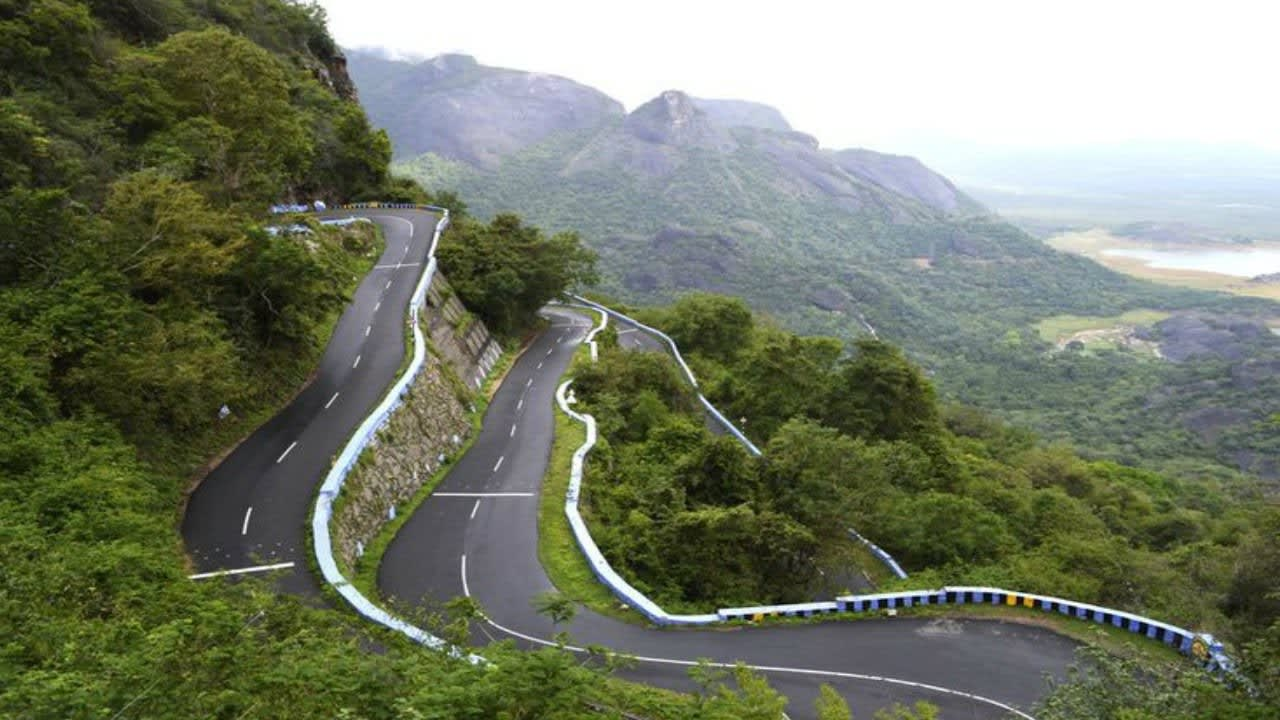 Hire a car and driver in Yercaud