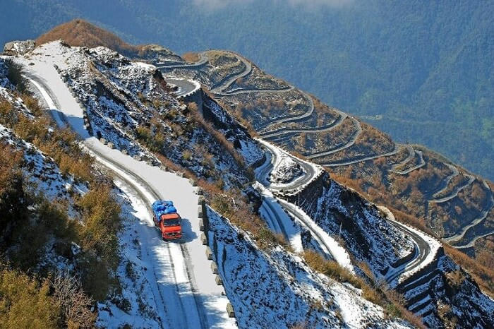 Hire a car and driver in Zuluk