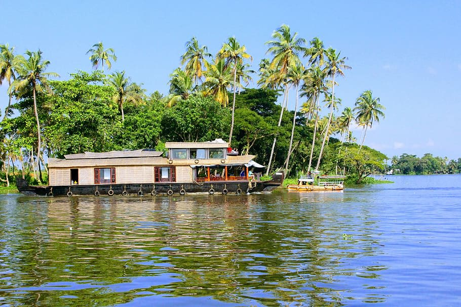 Hire a car and driver in Alleppey