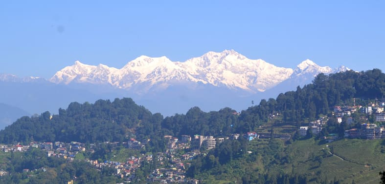 Hire a car and driver in Darjeeling