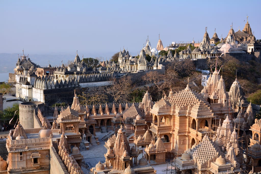 Hire a car and driver in Palitana