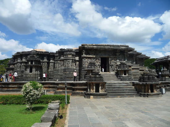 Hire a car and driver in Halebeedu