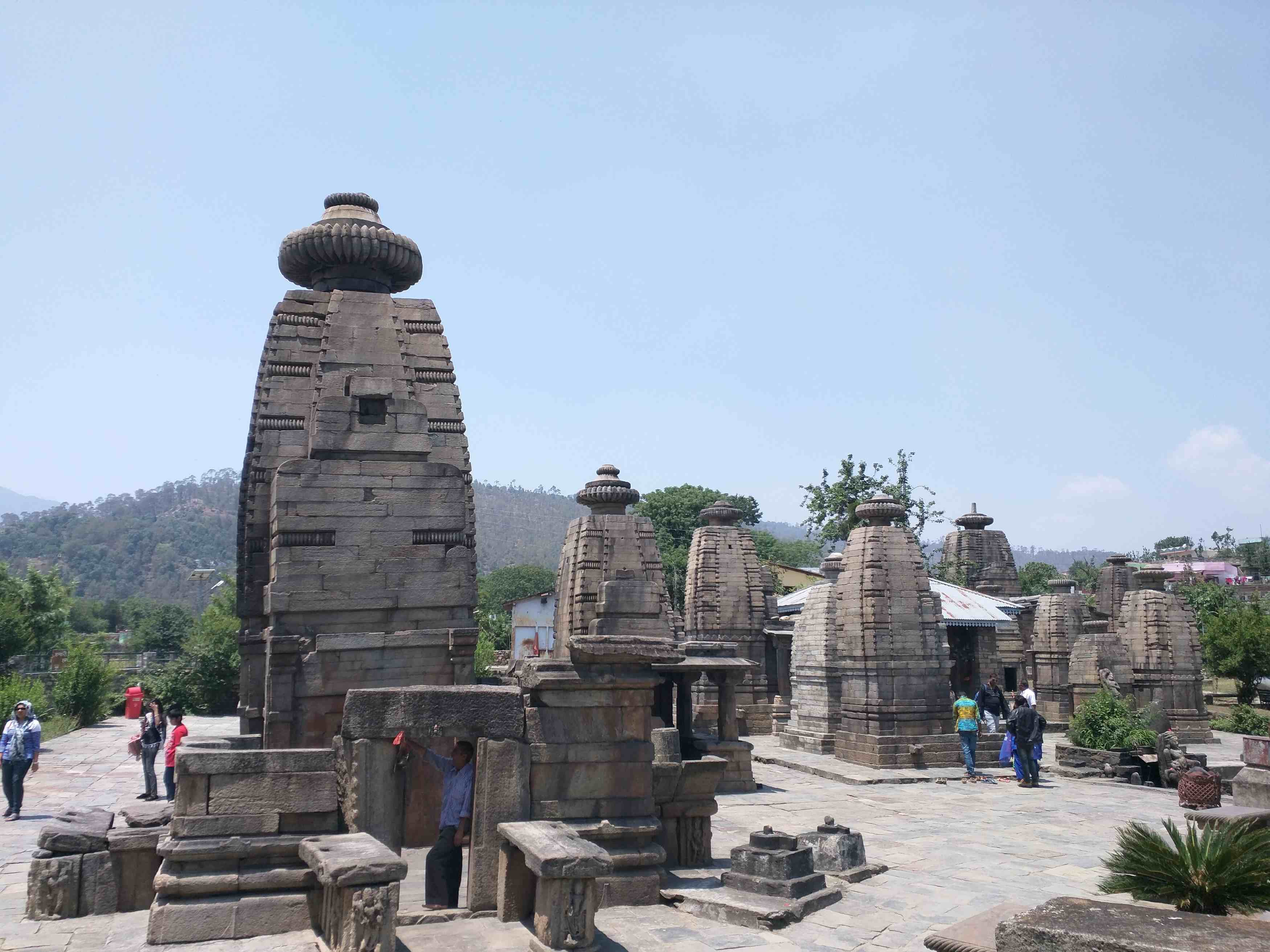 Hire a car and driver in Baijnath