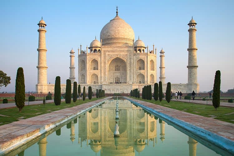 Hire a car and driver in Agra